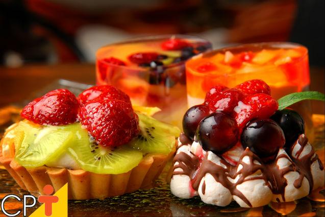 Bolo de vidro - aprenda a fazer o glass cake ou bolo na gelatina   Artigos Cursos CPT