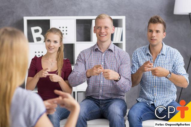 Inclusão escolar de alunos surdos: como agir?   Dicas Cursos CPT