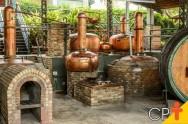 Por que a destilação é um processo importante na fabricação do álcool?