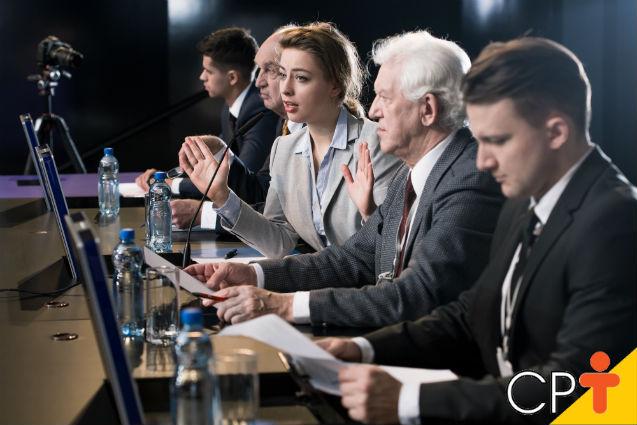 Em solenidades oficiais, como compor uma mesa diretora?   Artigos Cursos CPT