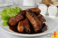 Costelinha de porco na cerveja preta: aprenda a fazer