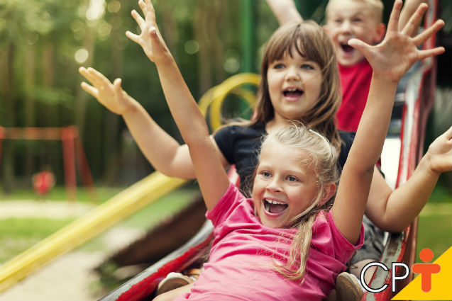 Crianças devem brincar, correr, saltar e cantar!   Para Refletir Cursos CPT