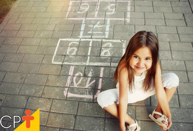 Amarelinha: uma brincadeira educativa e bem legal    Dicas Cursos CPT
