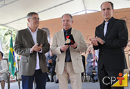 Professor Nelson Maciel, presidente do Grupo CPT, recebe Comenda Arthur Bernardes
