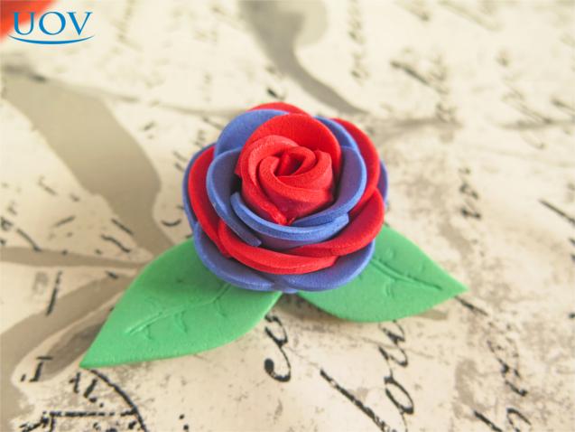 Flor confeccionada em EVA