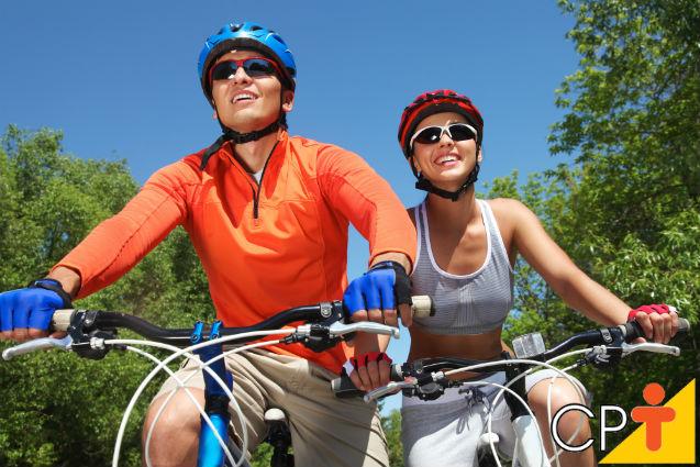 Turma de pedal, atenção, o uso do capacete pode salvar sua vida   Dicas Cursos CPT