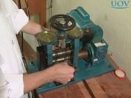 Conheça mais sobre o laminador: máquina fundamental na fabricação de joias
