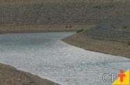 Qual o melhor período para construir uma barragem de terra?