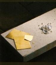 O ouro é um metal que apresenta brilho e excelente acabamento.