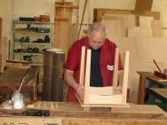 A marcenaria, quando feita artesanalmente, exige paciência e muita habilidade do profissional.