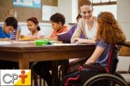 Como é possível enquadrar alunos deficientes nas escolas?