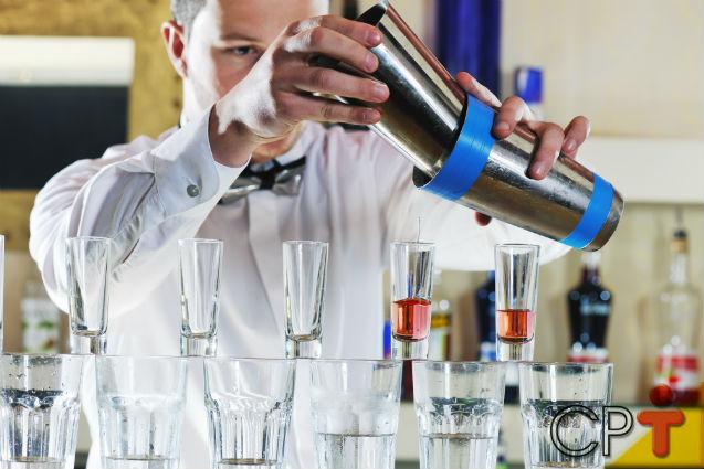 Bartender tem de saber se relacionar bem com os clientes   Dicas Cursos CPT