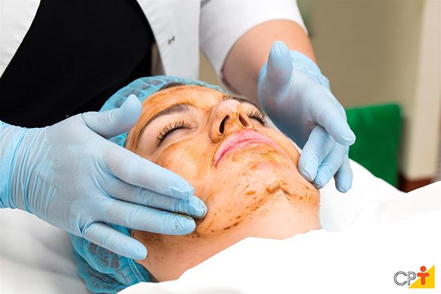 Tratamento de pele com cosmético natural