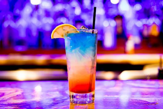 Quer ganhar um drink de cortesia? Faça sua reserva no site do Alfa Hotel