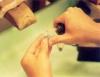Cursos de ourives ensinam a arte de fabricar e reparar joias