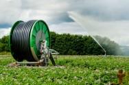 Sistema de irrigação: vantagens do autopropelido moderno