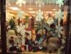 Enfeites de natal tomam conta das vitrines