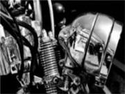 Medida de segurança para motociclistas: conferir os itens do motor