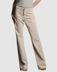 As calças de alfaiataria de pernas largas apareceram com força total nas coleções inverno 2010 e verão 2011 europeu.