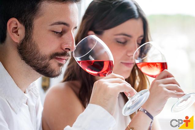 Experimentando vinhos
