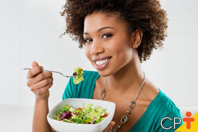 Outubro Rosa: dicas de alimentação para prevenir câncer de mama