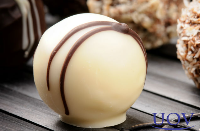 Bombom de maracujá com cobertura de chocolate branco    Receitas Cursos UOV