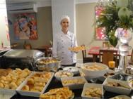 Café da manhã do Alfa Hotel, um dos melhores e mais completos da região