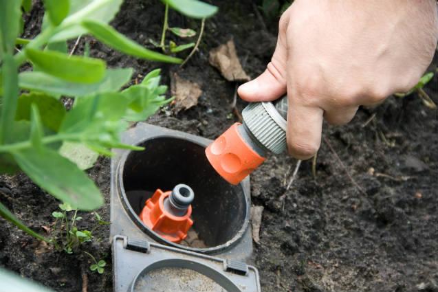 Sistemas de irrigação por aspersão convencional permanente e portátil