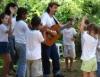 Atividades escolares com musicalização trabalham a autoestima e a criatividade