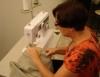 Costureira pode se especializar em uma das etapas da confecção
