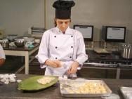 Para um confeiteiro ter sucesso, especialistas aconselham cursos de decoração de bolos, tortas  e doces finos.