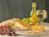 Pão e Vinho, composição principal da sofisticada cesta de Páscoa