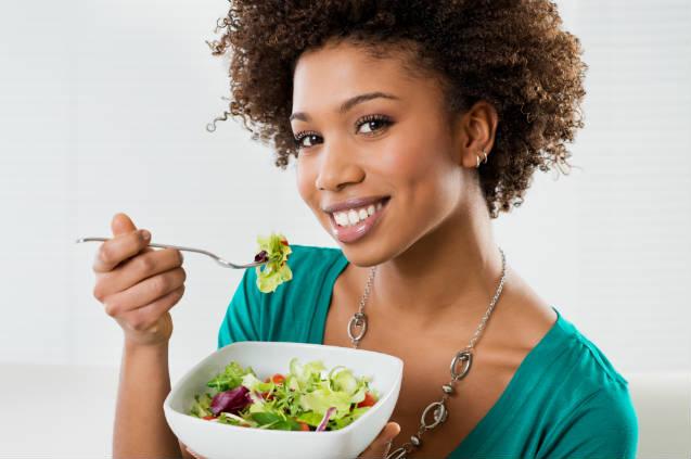 Receita de salada com sementes de girassol crocantes