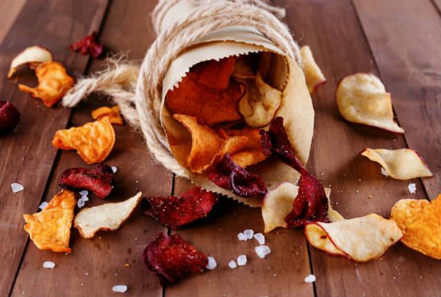 Como fazer chips de legumes de forma fácil e prática