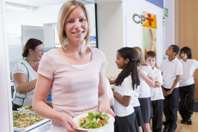 Escola nota 10: Cascas, talos e folhas comestíveis são incorporados à merenda   Notícias Cursos CPT