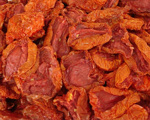 Como fazer tomates secos no forno e na fritadeira elétrica