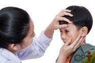 Meu filho feriu os olhos. E agora? O que devo fazer?