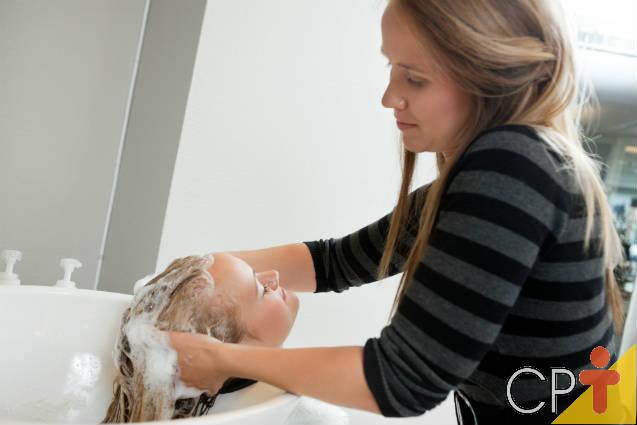 Você sabe como cuidar dos cabelos no inverno? Confira as dicas abaixo