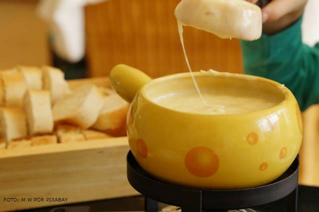 Chegou o inverno: confira a história e o preparo da fondue de queijo