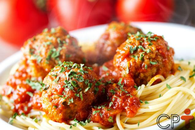 Almôndegas ao molho de tomate: aprenda a fazer   Receitas Cursos CPT