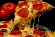 No Dia da Pizza, comemore com uma bela fatia de pizza!