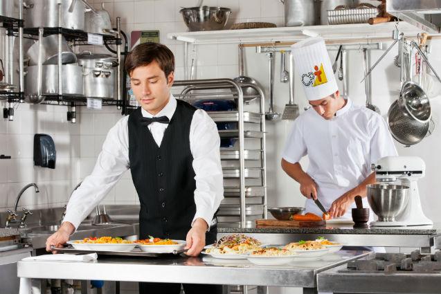 Higiene, limpeza e sanificação na indústria de alimentos: saiba como é   Artigos Cursos CPT