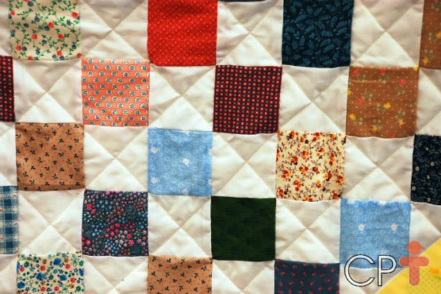 Aprenda sobre a arte do patchwork e faça uma linda bolsa!