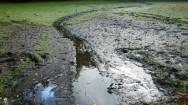 Como esvaziar tanques de terra para uma nova remessa de alevinos