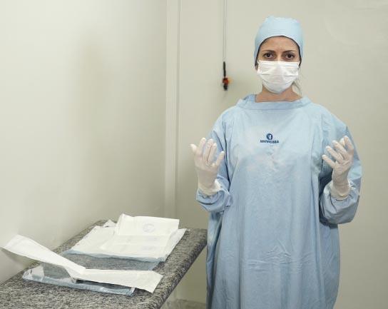 Cirurgiã Veterinária paramentada.