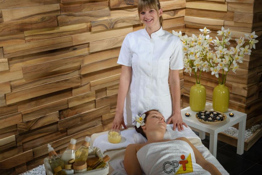 Atenção massagista: seus clientes avaliam sua postura profissional!   Dicas Cursos CPT