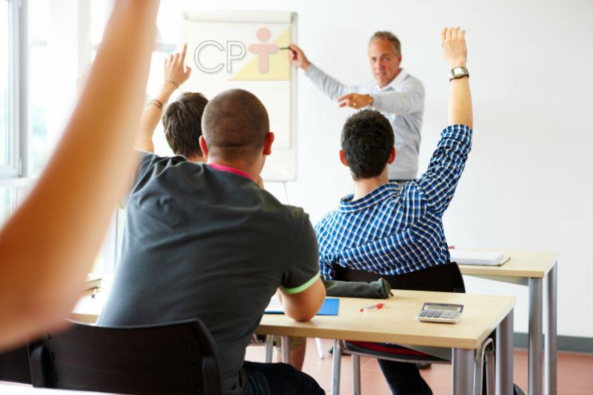 Como prender a atenção dos alunos? Com carisma e oratória envolvente!   Dicas Cursos CPT