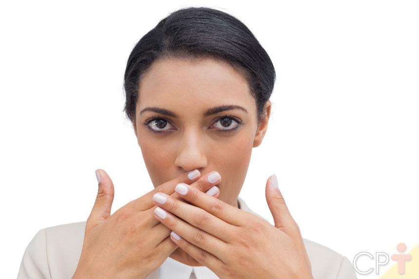 Como acabar com o mau hálito? Veja essas 3 dicas!   Dicas Cursos CPT