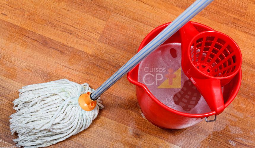 Em casa? Aprenda a limpar piso sintecado corretamente    Artigos Cursos CPT