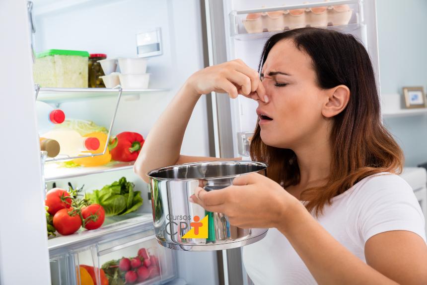 Como gastar o tempo livre em casa? Dando geral na geladeira!   Artigos Cursos CPT